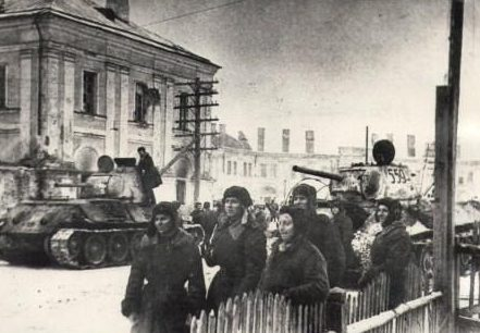 Красная Армия на улицах Кингисеппа.