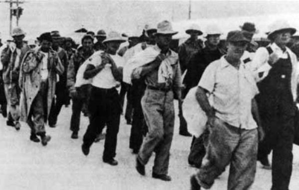 Пленные гражданские лица, захваченные японцами на острове Уэйк.
