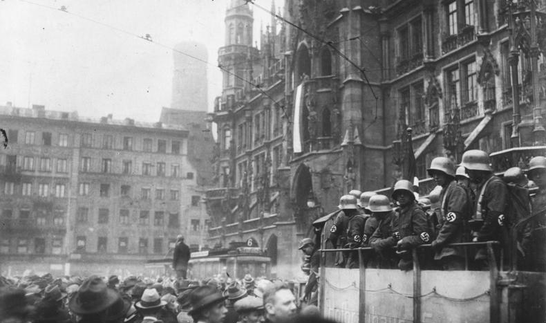 Мариенплац. Мюнхен 9 ноября 1923 г.