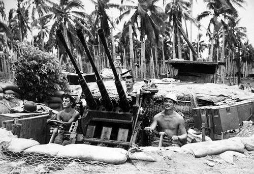 Захваченное японское зенитное орудие на Гуадалканале. Январь 1943 г.