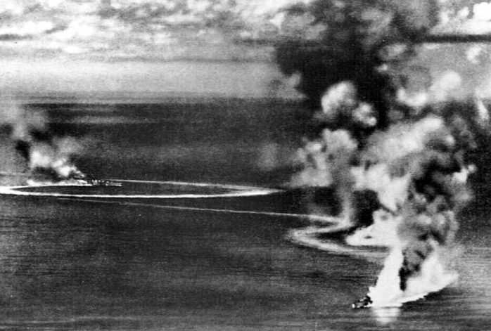 Тяжелые крейсера «Корнуолл» и «Дорсетшир» под ударом японской авиации.