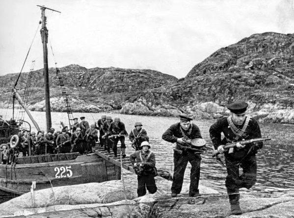 Десантники в Линахамари.