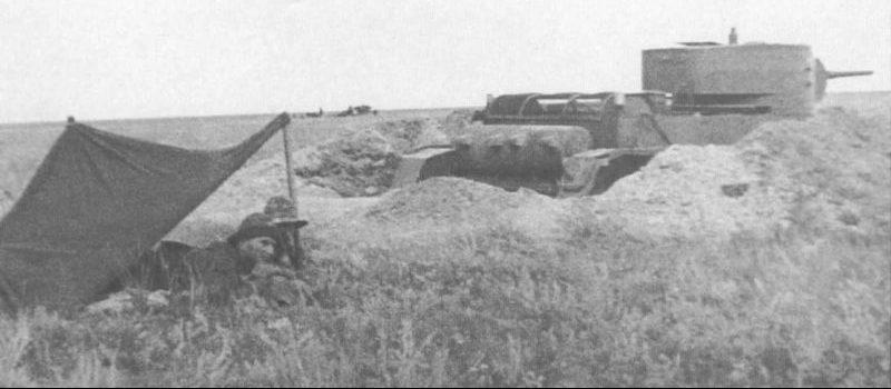 Советские танкисты у танка БТ-5 на Халхин-Голе.1939 г.