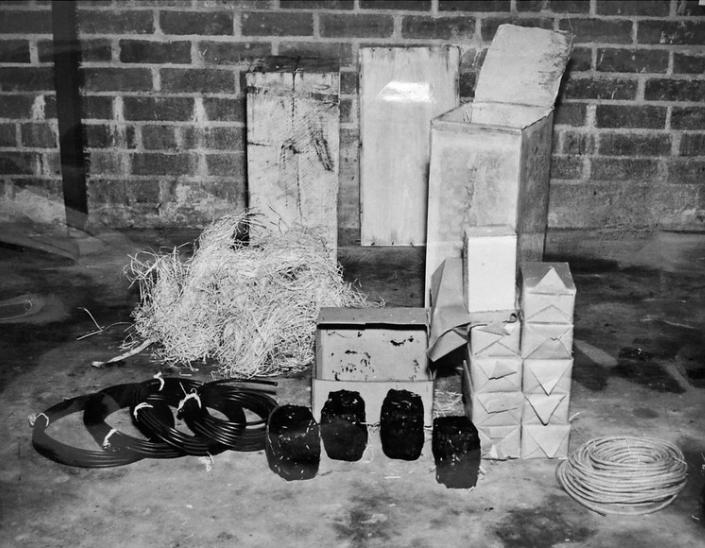 Изъятая взрывчатка и другие материалы немецких диверсантов.