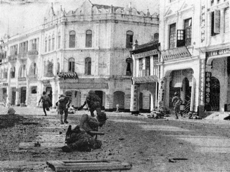 Японские солдаты на улицах Куала-Лумпура.