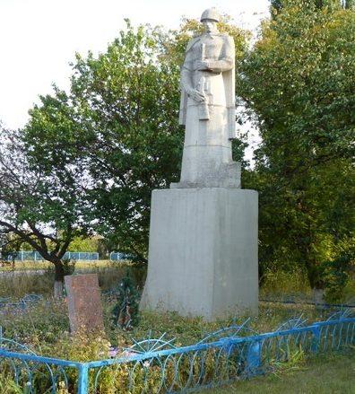 с. Довгалевка Великобагачанского р-на. Памятник погибшим односельчанам.