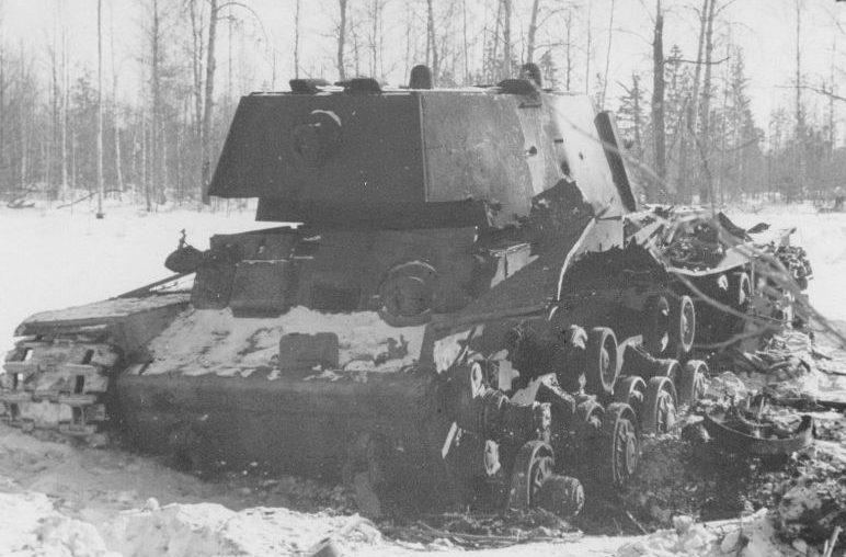 Советский тяжелый танк КВ-1, подбитый в районе Волхова. 1941 г.