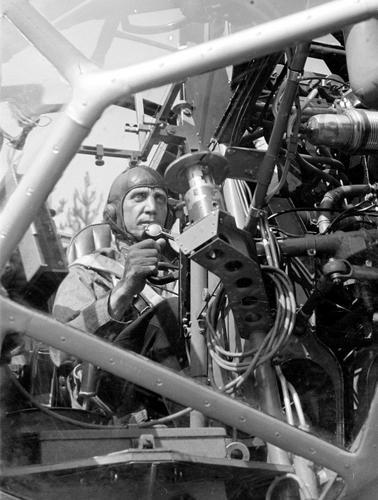 Пилот легкого бомбардировщика Bristol Blenheim. 1941 г.