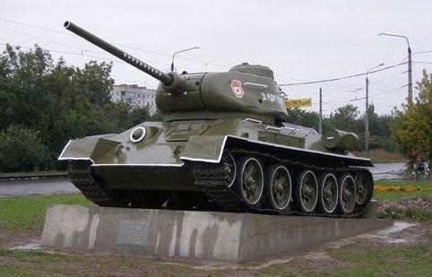 г. Полтава. Памятник по улице Ковпака танку Т-34 в честь воинов-освободителей города.