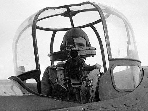 Воздушный стрелок двухмоторного легкого бомбардировщика Bristol Blenheim. 1941 г.