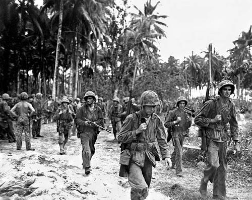 Морские пехотинцы на острове Бугенвиль. 1 ноября 1943 г.
