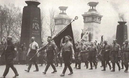 Шествие со Знаменем крови.