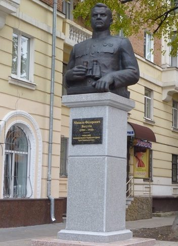 г. Полтава. Памятник генералу Н. Ф. Ватутину.