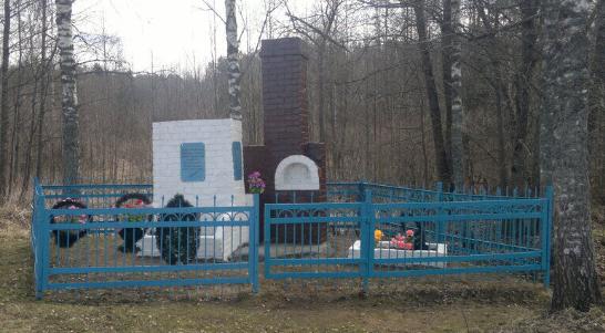 д. Замыцкое Темкинского р-на. Памятное место, где происходили массовые сожжения мирных советских граждан.