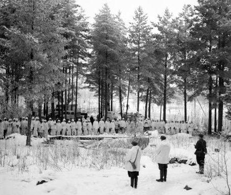 Финские пехотинцы в зимнем камуфляже. 1939 г.