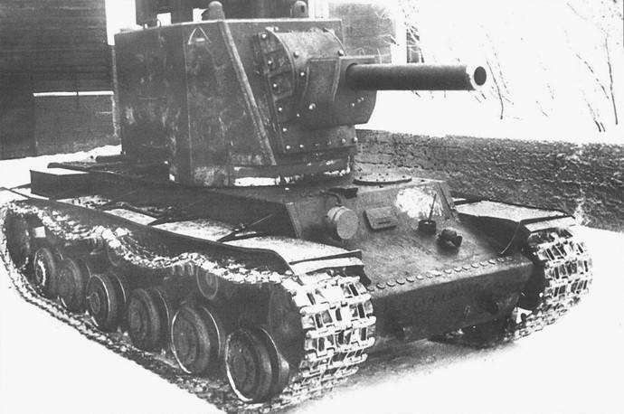 Советский опытный тяжелый танк КВ У-1 с башней МТ-1 и 152-мм гаубицей М-10. 1940 г.