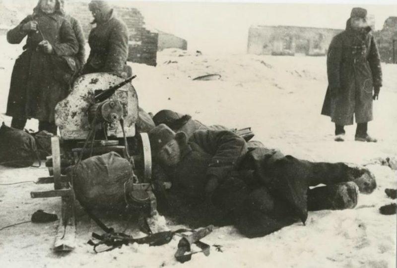Привал. Сталинград, 1942 г.