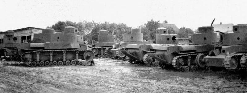 Захваченные Вермахтом танки Т-24. Август 1941 г.