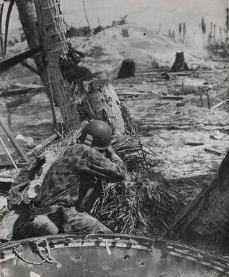 Морские пехотинцы на атолле Тарава. Ноябрь 1943 г.