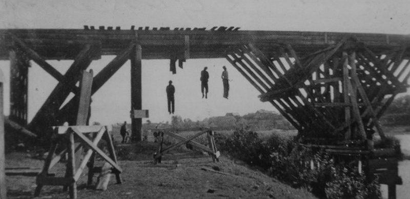 Советские партизаны, повешенные на мосту под Оршей. 1941 г.