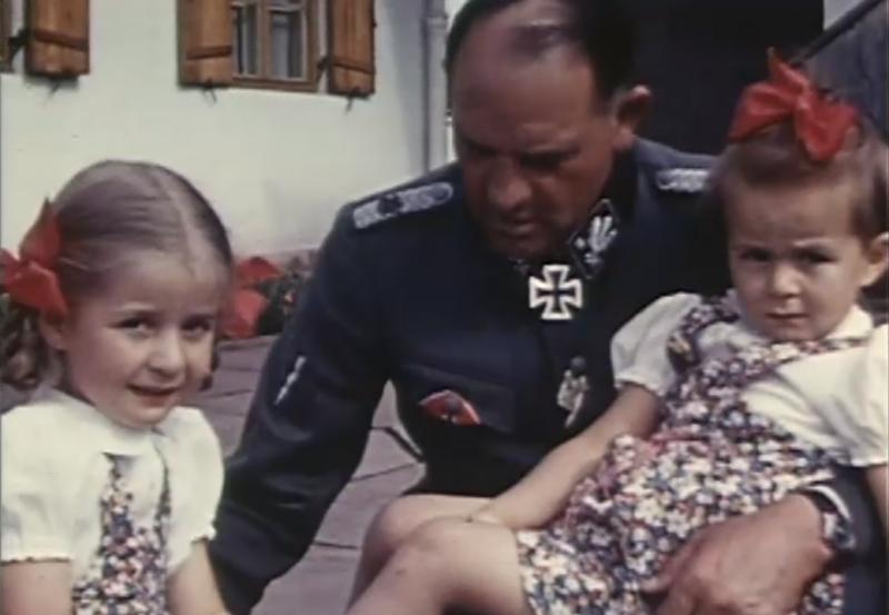 Дочери Шпеера Хильде и Маргрет с начальником личной охраны Гитлера - Зеппом Дитрихом.