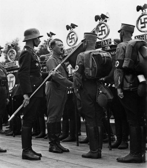 Освящение штандартов СА. Нюрнберг, 1933 г.