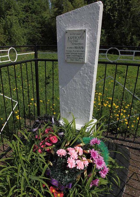 д. Липовка Рославльского р-на. Братская могила воина и пионера.
