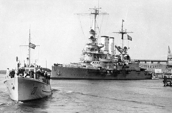 Немецкий броненосец «Шлезвиг-Гольштейн» в гавани Данцига. 1 сентября 1939 г.