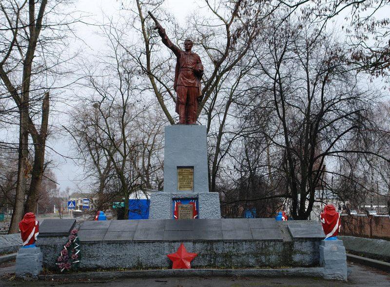 с. Веприк Гадячского р-на. Памятник погибшим советским воинам.