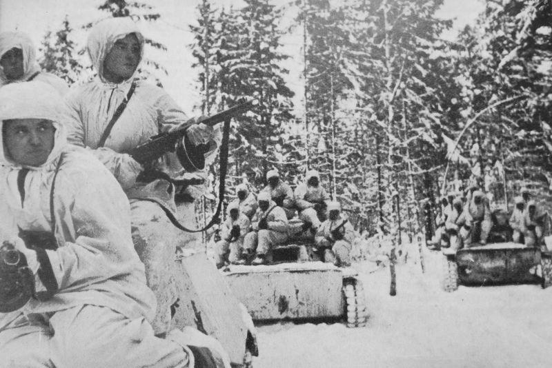 Танки Т-40 с десантом автоматчиков. Декабрь 1941 г.