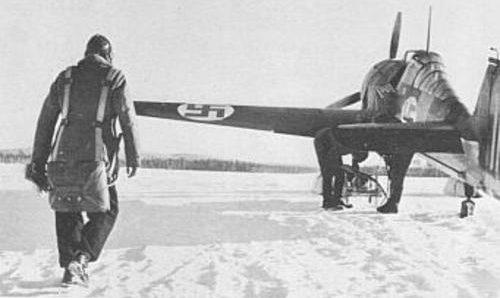 Финский летчик-истребитель у Fokker D.XXI. 1939 г.