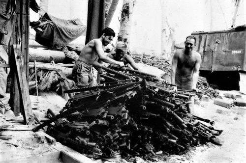 Трофеи, захваченные на атолле Тарава. Ноябрь 1943 г.