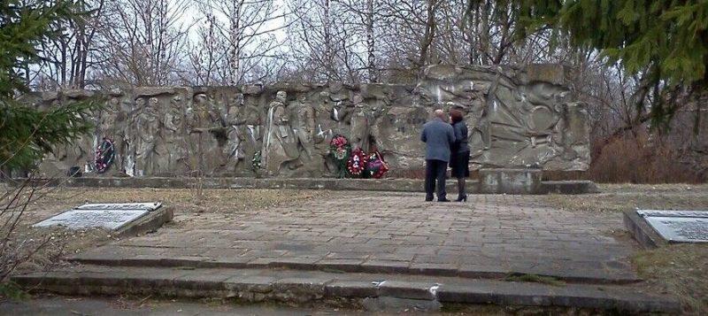 д. Пригорье Рославльского р-на. Памятное место, где 5 ноября 1942 года партизаны 5-й Ворговской бригады, разгромили крупный гарнизон оккупантов.