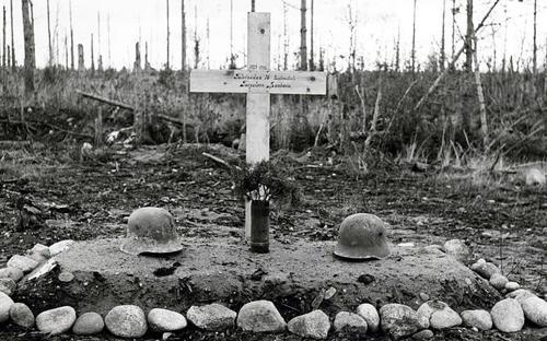 Братская могила финских солдат, погибших у Тайпале. 1941 г.
