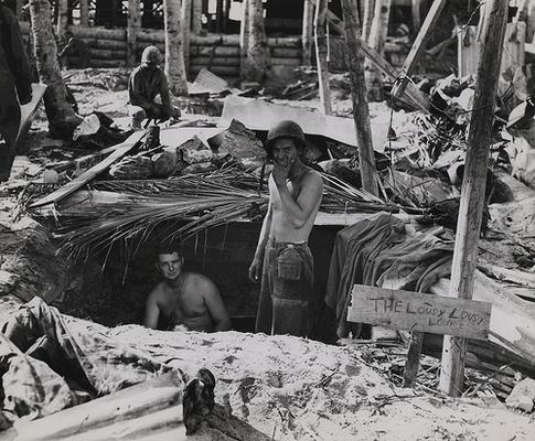 Жилье морских пехотинцев на Тараве. Ноябрь 1943 г.