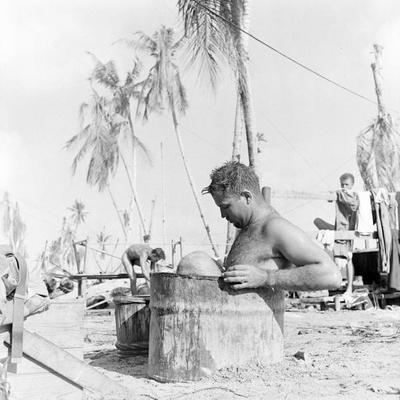 Время купания на Тараве. Ноябрь 1943 г.