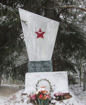 д. Буда Угранского р-на. Памятное место, где в апреле 1942 году произошел бой 4-го десантного корпуса с немецкими войсками.