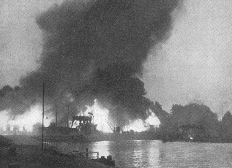 Горящий порт в Данциге. 1 сентября 1939 г.