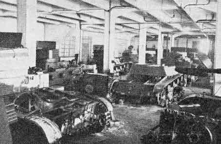 Поврежденные захваченные советские танки в ремонтной мастерской. Январь 1940 г.