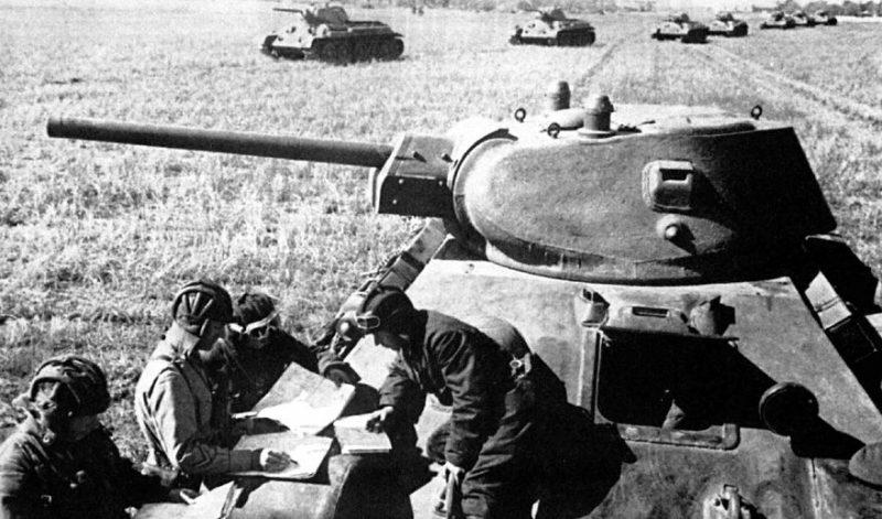 Экипажи танков Т-34-76. Октябрь 1941 г.