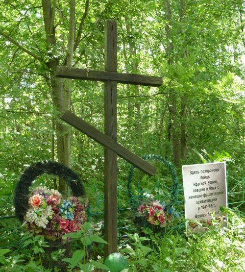 с. Вешки Угранского р-на. Братская могила советских воинов, погибших в годы войны.