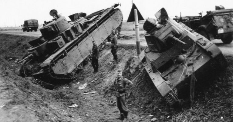 Поле танкового боя у Ровно. 1941 г.