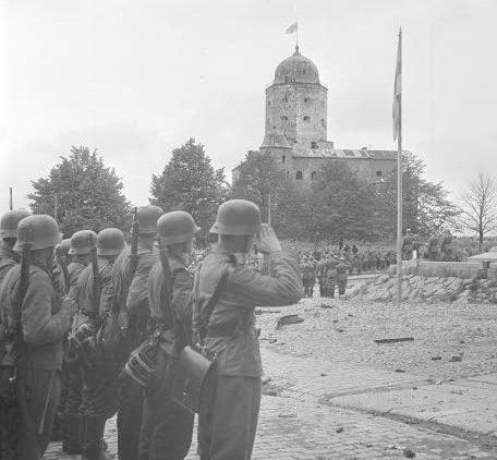 Войска на параде в Выборге. 1941 г.