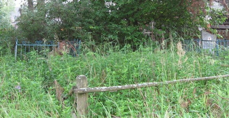 с. Всходы Угранского р-на. Братская могила 113 советских граждан, казненных гитлеровцами в 1942 году.