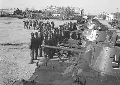 Парад финских войск в Янислинне. 10 января 1942 г.