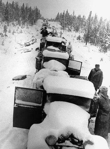 Захваченные советские грузовики на дороге Раате. Январь 1940 г.