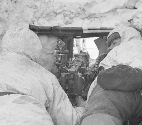 Расчет пулемета «Максим» с оптическим прицелом у Васкисавотта. 19 марта 1942 г.