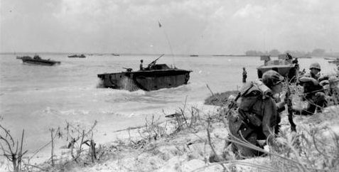 Высадка морских пехотинцев на берег острова Сайпан. 15 июня 1944 г.