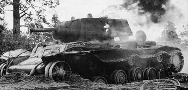 КВ-1, подбитый в ходе сентябрьских боев на карельском перешейке. 1941 г.