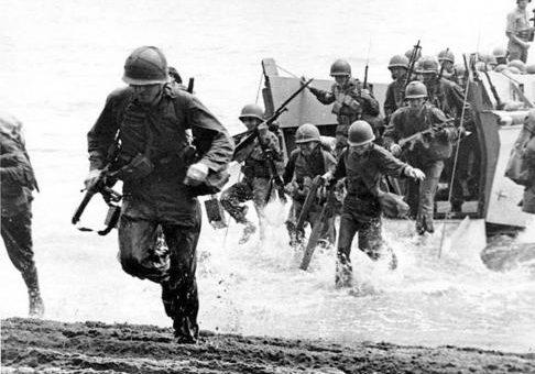 Высадка десантников на остров Тиниан. Июль 1944 г.